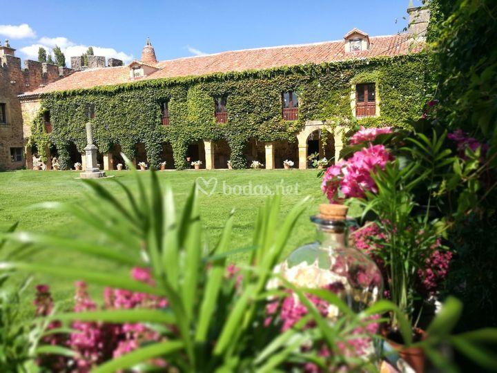 Jardín y claustro