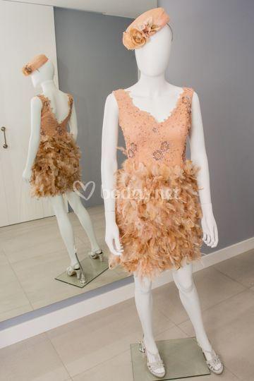 Vestido de plumas y pedreía