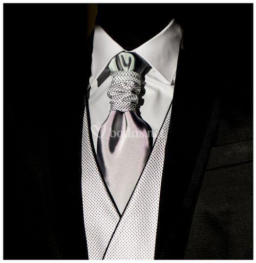 Detalle traje ,cchaleco y corb