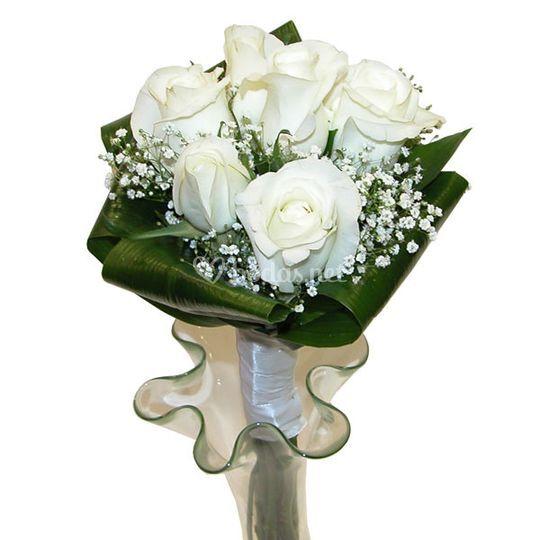 Bouquet de novia rosas blanco de Floristería Bilbao Gandarias