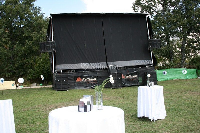 Mesas de lunch y camión escenario