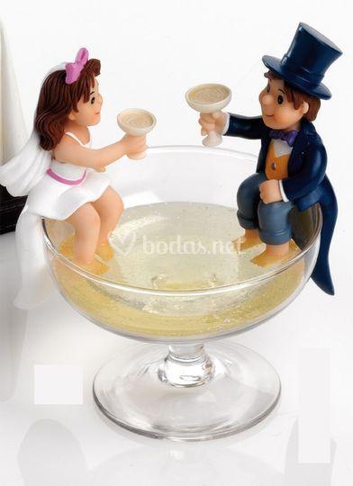 Novios en copa de champán