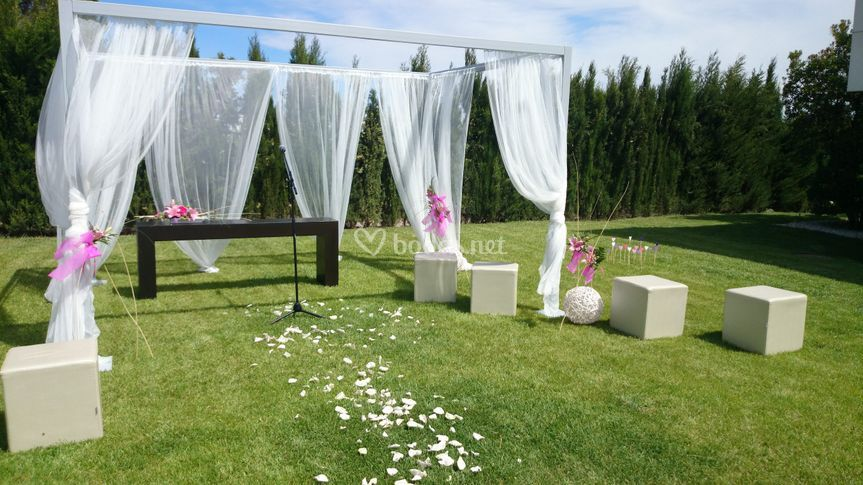 Ceremonia civil en el jardín