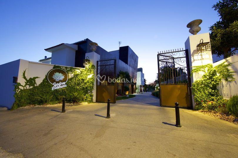 Entrada en los Jardines de Siddharta