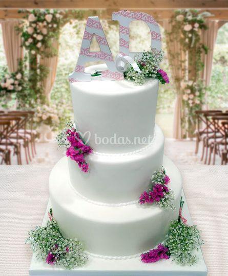 Tarta de boda iniciales