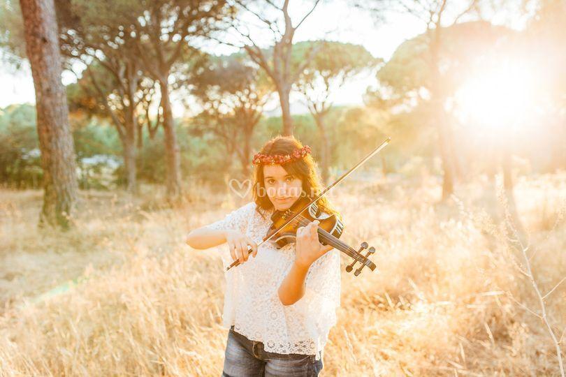 Myriam al violín normal o eléc