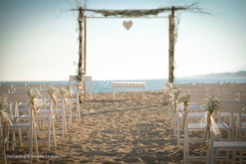 Ceremonia en la playa de B Takora Lounge Restaurant