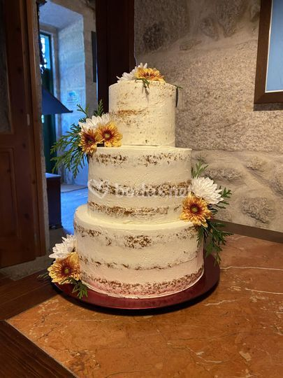Carrot naked cake con flor