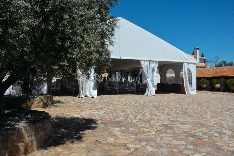 Patio central con carpa