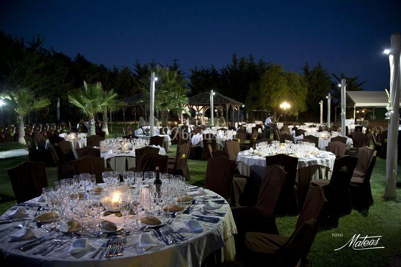 Cena en los jardines