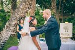 Novio recibe a la novia