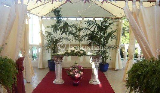 Altar cubierto para boda