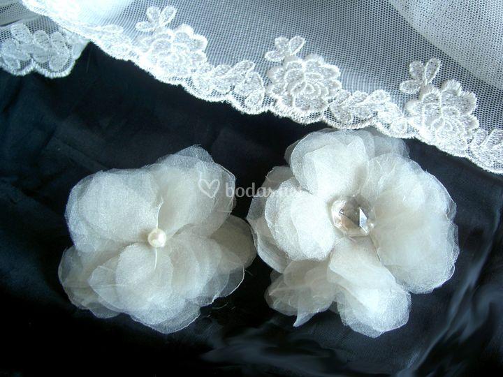 Tocados de novia. Flores realizadas en organza