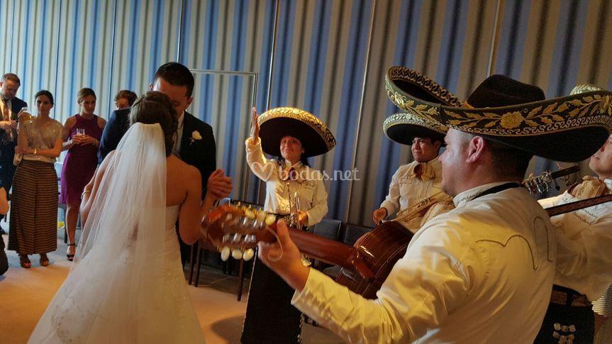 Mariachis en bodas