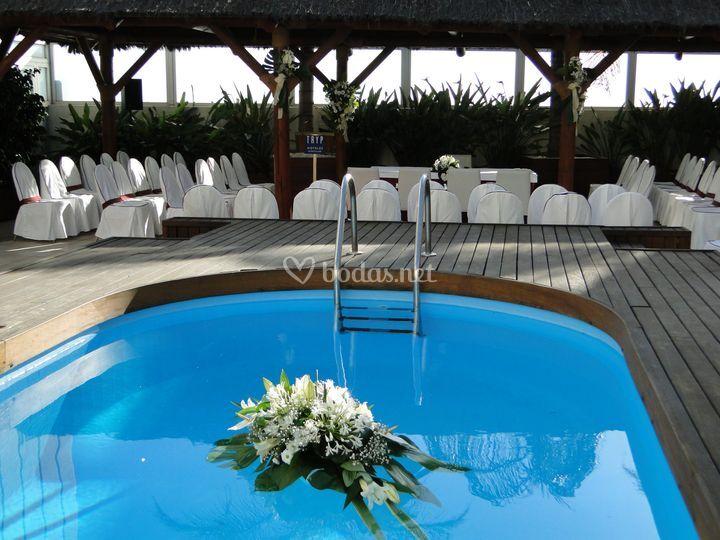 Ceremonia vista desde la piscina