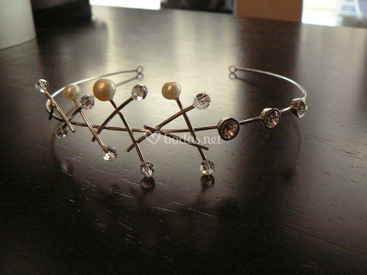 Tiara de plata , svarowski y perlas
