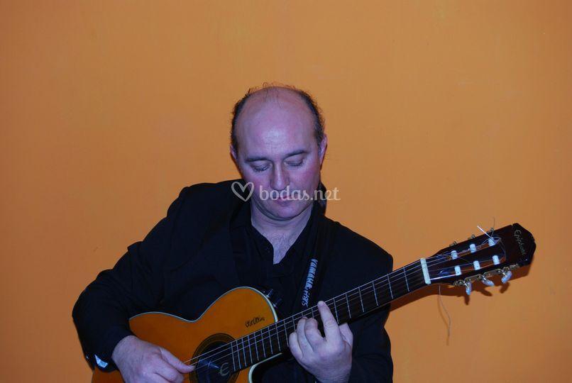 Benito - guitarra