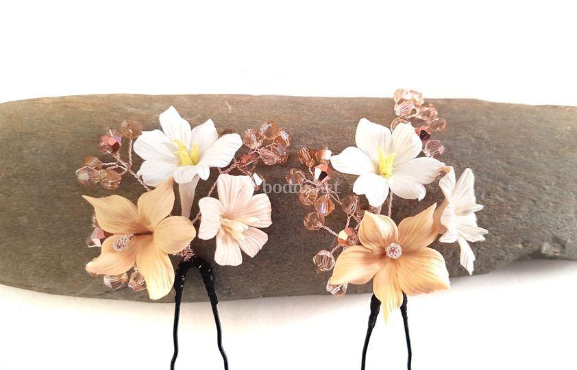 Horquillas flores beige