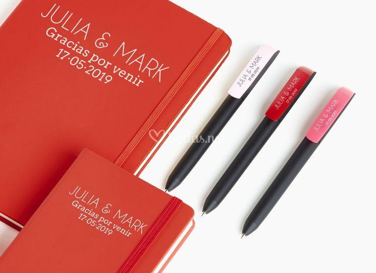 Libretas y bolígrafos