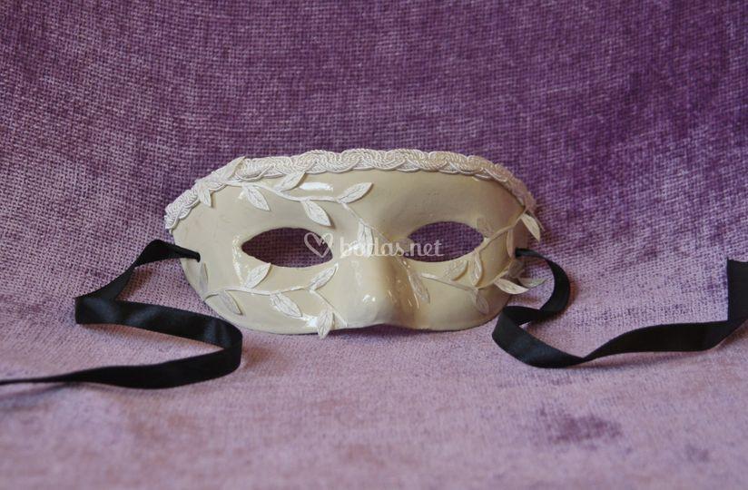 Máscara veneciana de papel maché