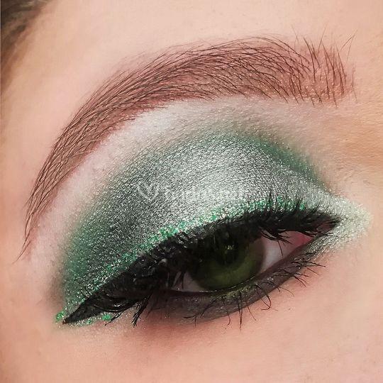Maquillaje en tonos verdes