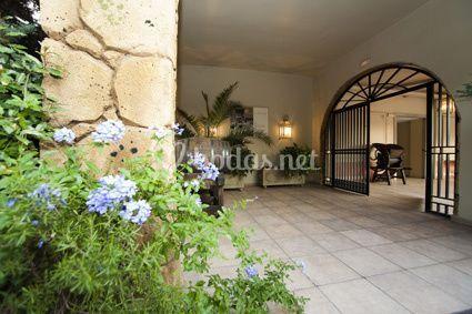 Acceso salón La Hacienda