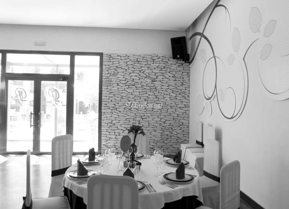 Mesa montada en espacio lounge