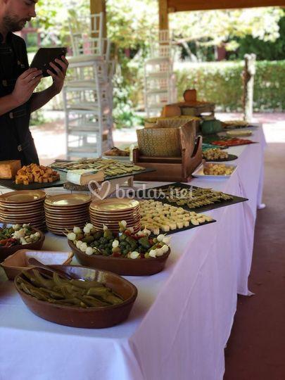 Cócteles con mesa de quesos