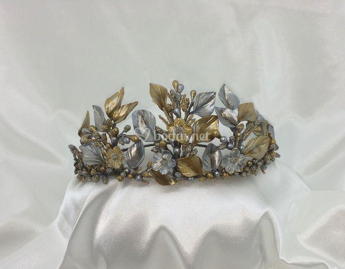 Semi-corona en dorado y plata