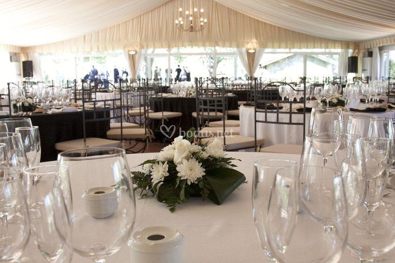 Centro sencillo para banquete