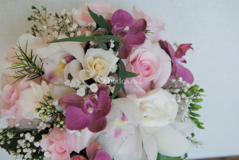 Ramo orquídeas, rosas
