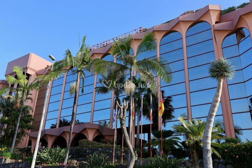 El frente del hotel