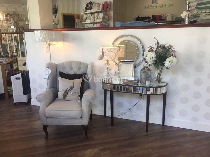 Muebles y papel de pared