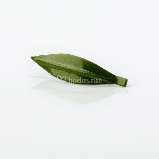 Pin de hoja de olivo verde