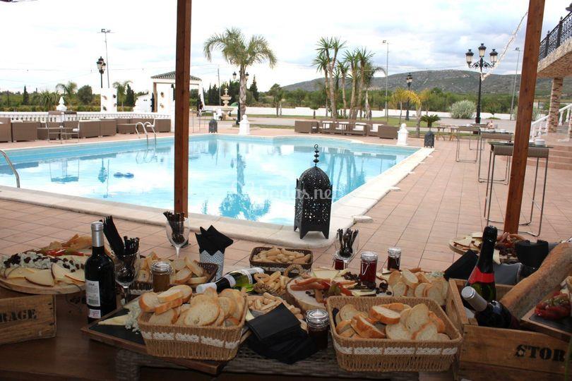 Mesa de quesos con piscina