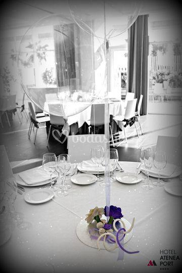 Centro de mesa, flores y globo