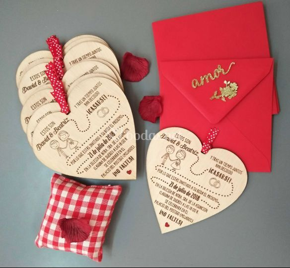 Corazón en madera y rojo