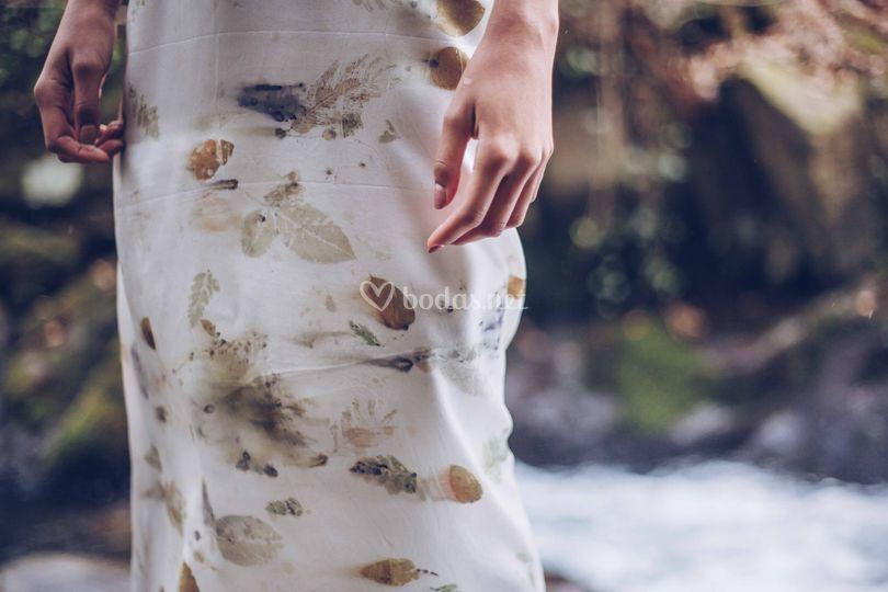 Vestido teñido con flores