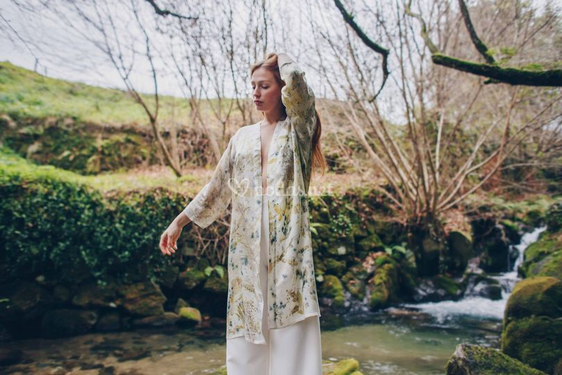 Kimono teñido con flores