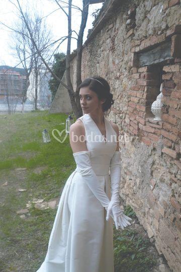 Vestido de novia y guantes