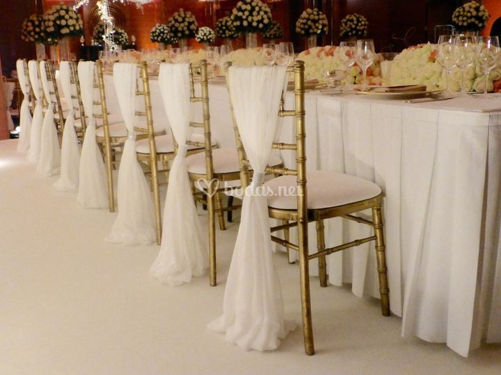 Silla Tiffany + velos blancos