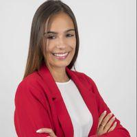Lara  Armas