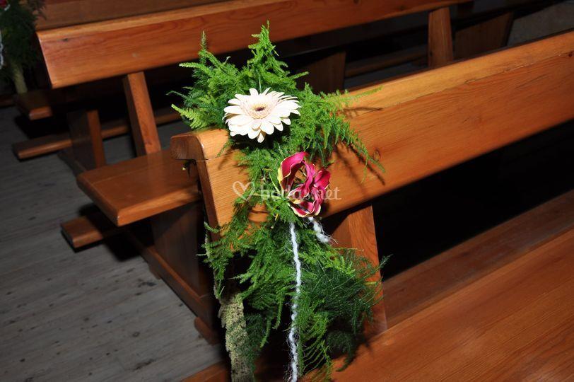 Flores bancos de la Iglesia