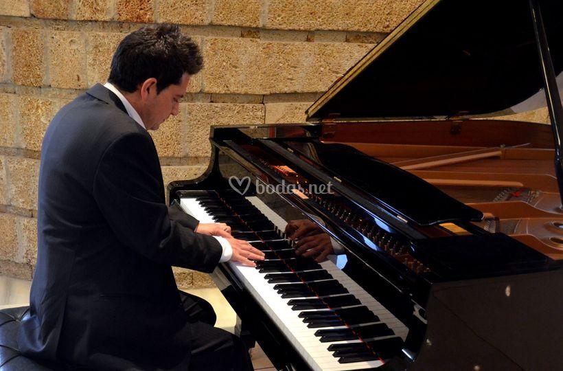 Diego, el pianista
