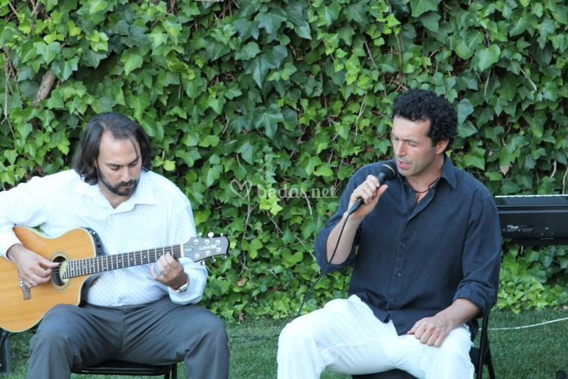 Dúo voz y guitarra