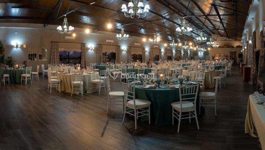 Interior del salón iluminado