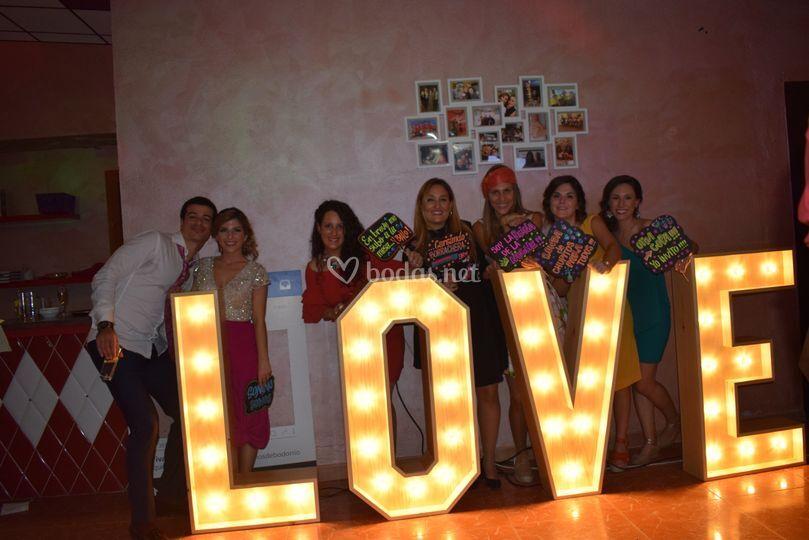 Alquiler Love iluminado XL