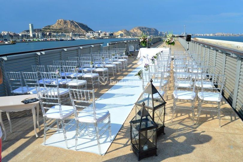 Ceremonia sobre el mar