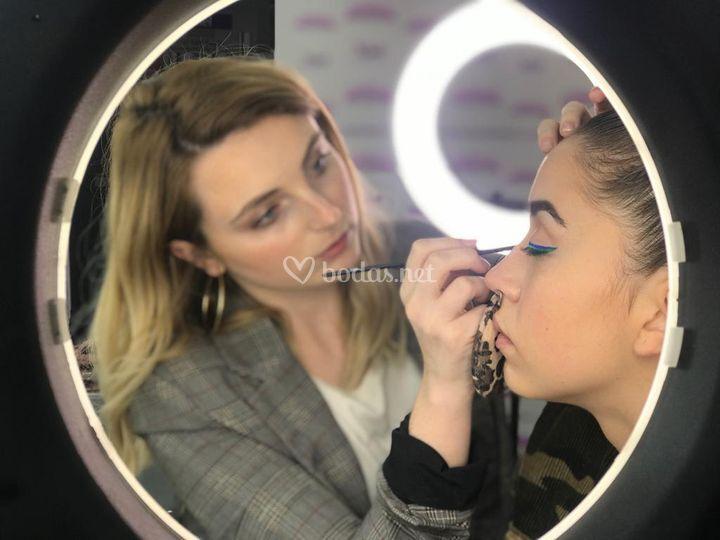 Maquillaje con eyeliner doble