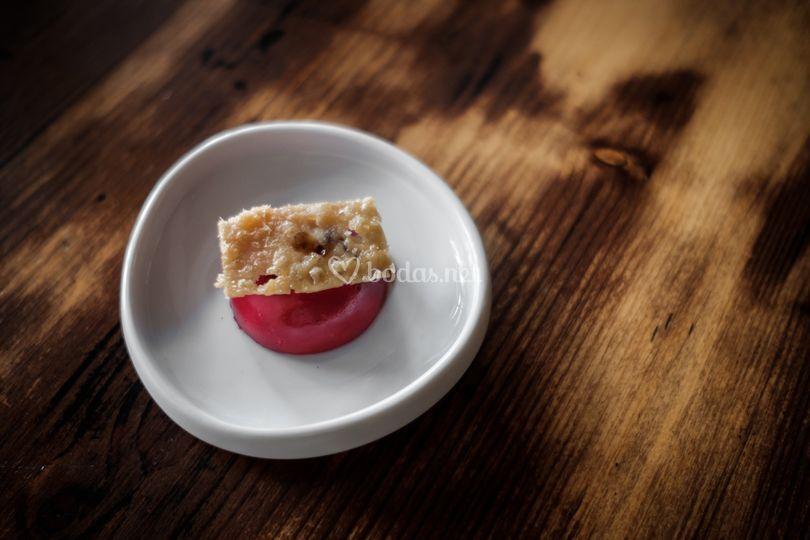 Bombón de remolacha y parmesano